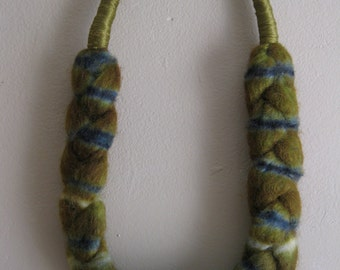 Wool Neck Ornament in Olive an Peacock