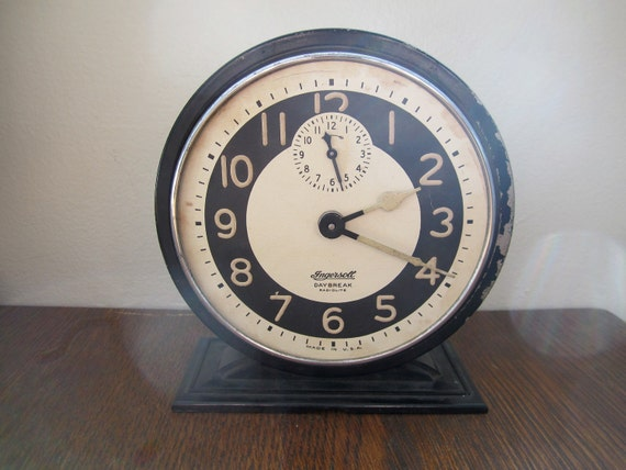 Vintage Ingersoll Daybreak Radiolite Wind Up Alarm Clock