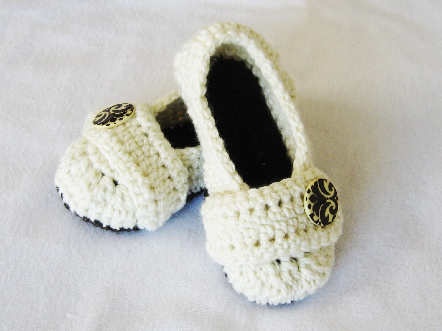 Crochet Slippers : CROCHET PATTERN Cozy Womens House Slippers by YarnBlossomBoutique