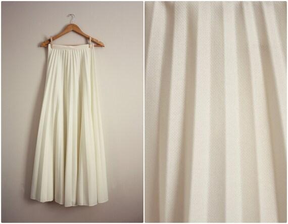 Vintage 70s Winter white Pleated Full Skirt. S/M