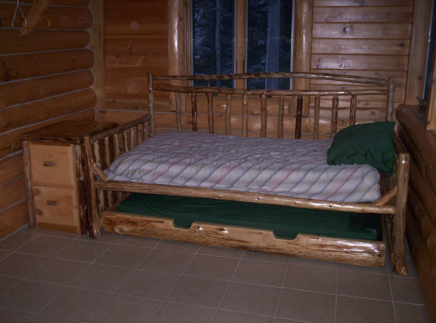 Boat Bed With Trundle And Toy Box Storage: Rustic Cedar Daybed Trundle Bed With Matching Side Table