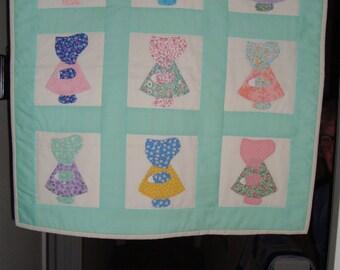 Sun Bonnet Sue wall hanging quilt, handmade