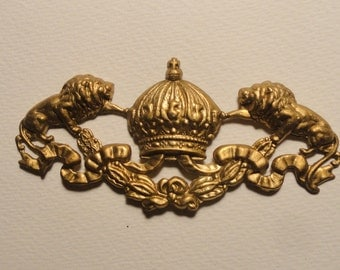 Fantastic Crown with Lions Banner (1pc)