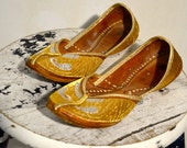 Vintage Women's Gold Indian Slippers Flats Shoes Size 7,  7.5
