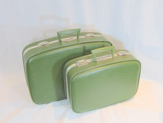 Mid Century Matched Set Personal and Weekender Luggage Suitcase Avocado Green Mirrored Yellow Lining Vacation back to School