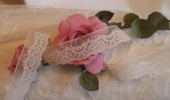 2 Yds 1 in. W. Vintage Cream Floral Design, Victorian lace,  Weddings, Costume design, Trim, Edging,