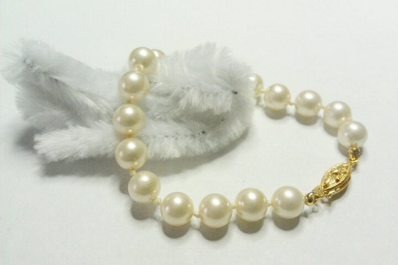 Nice Vintage Faux Pearl and Gold  Bracelet