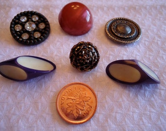 "6 Vintage mixed buttons, under 1"",  celluloid, plastic, tight top,  metal. Rhinestones. 1 pr.  UNK/P11.10-06"