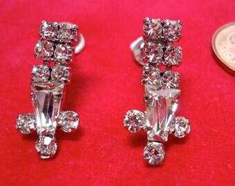 "Rhinestone screw on earrings, vintage. Mixed sizes of stones. 1"" in long. GUNK/JLB11.11-7"