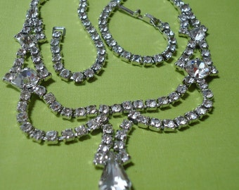 "Vintage Rhinestone necklace, Stones in 4 sizs and sahpes.15"" long.Gatsby Days elegance.  TROVAN12.2-9.5."