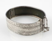 Etched Victorian silver bangle bracelet Vintage Floral Leaves pattern Antique