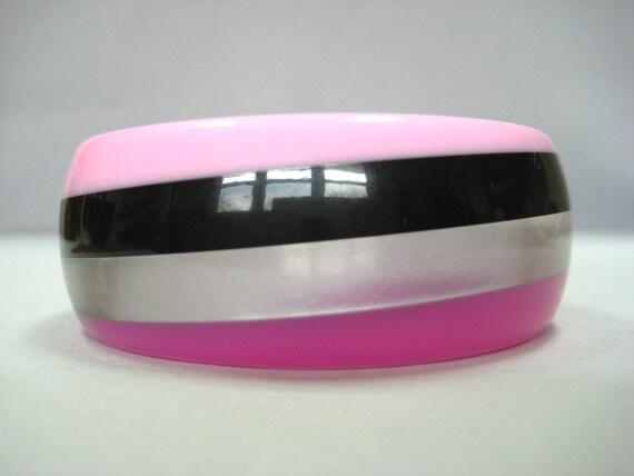 Vintage MOD bangle Fuchsia Pink striped lucite