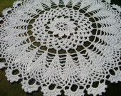 White crochet doily / lace doily / round 11 inches