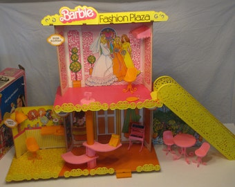 Vintage 1975 Barbie Fashion Plaza - Used - with original box and instructions