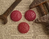 Medium Resin Raspberry Round cabachon with vintage inspired leaf carving RTN5
