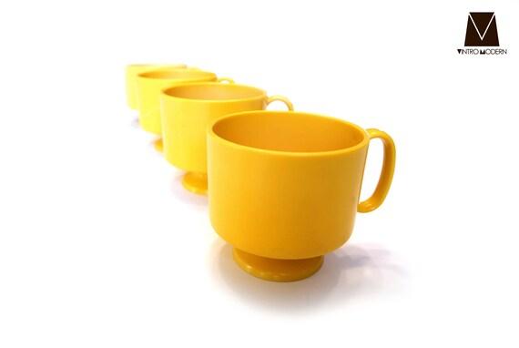 Pedestal Mugs 4 Set - Yellow