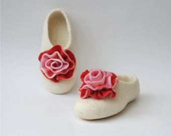 Felted slippers from natural white wool  with roses.
