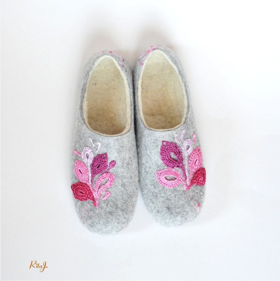Felted slippers with handmade lace