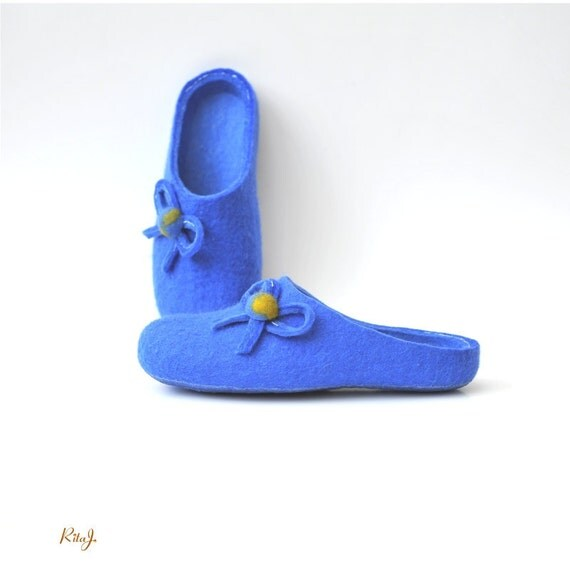 Women house shoes - felted slippers - blue