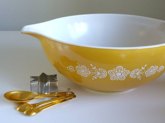 Vintage Pyrex Mixing Bowl Butterfly Gold 2 White By