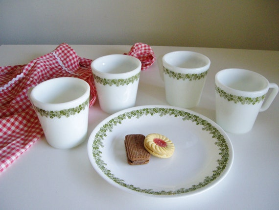Vintage Pyrex Crazy Daisy Mugs and Corelle Plate - Breakfast or Coffee Break Set