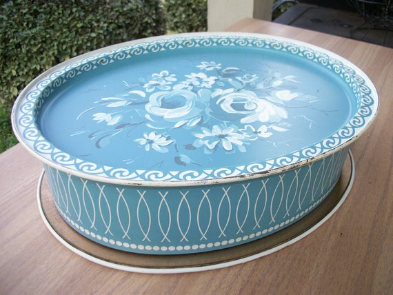 Robins egg blue tin with tray lid