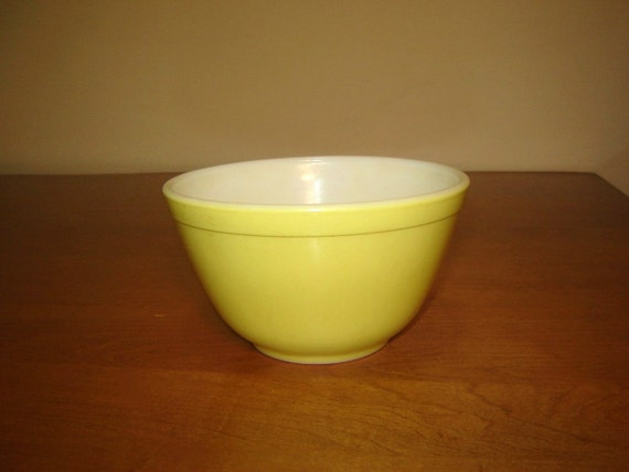 Small Yellow Pyrex 401 1.5 Pint Bowl, 1950s or 1960s