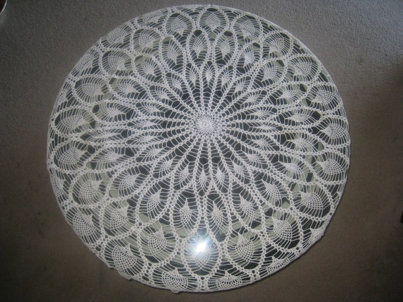 Vintage Large Crocheted Lace Round Tablecloth Pineapple