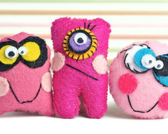 Halloween Mini plush monster dolls children's gift. Cute Ugly Party favors Pink plushie -  Gifts for kids.  Felt critters. Cute Mini Monster