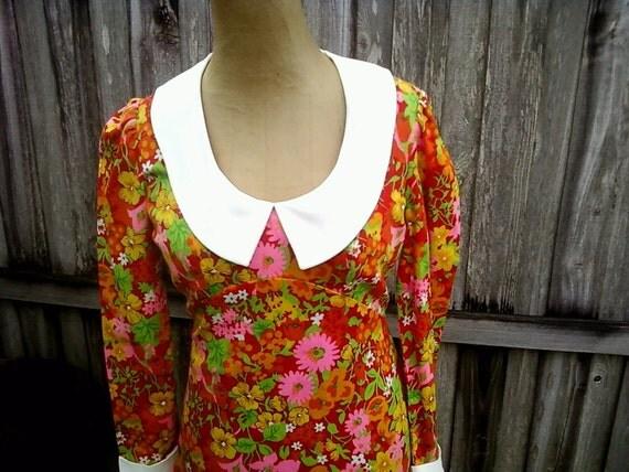 Vintage 70s Flower Power dress