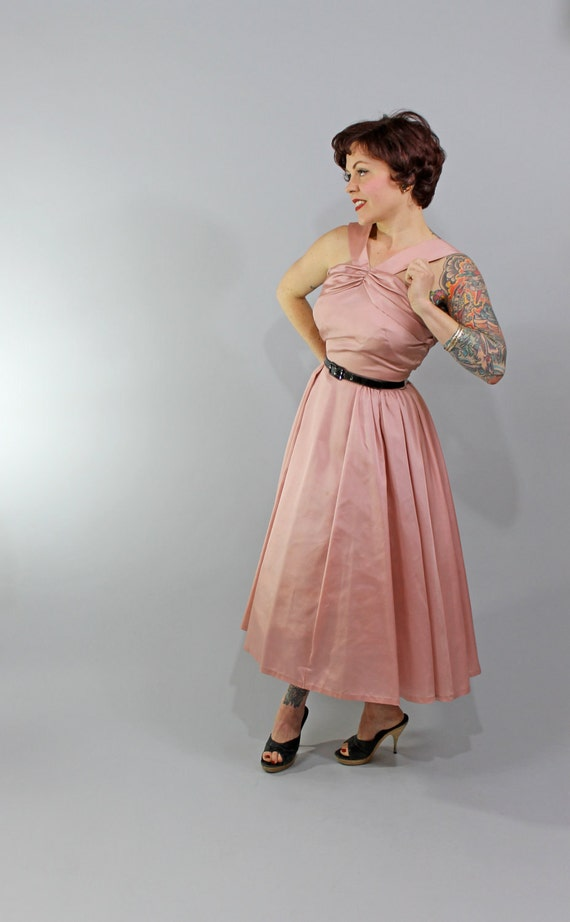 1950s Vintage Dress...Spring Fashion Pink Mauve Rockabilly Taffeta Halter Party Dress with Full Gathered Skirt and Gathered Bust