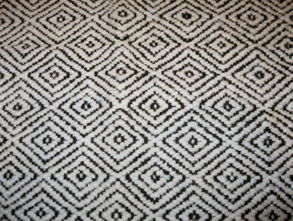 Vintage diamond geometric pattern rug