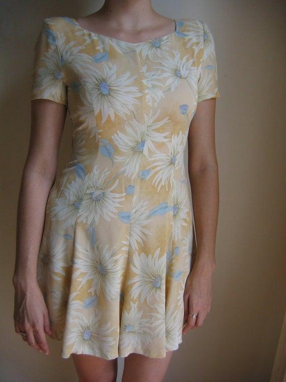 Yellow daisy 80s skater dress
