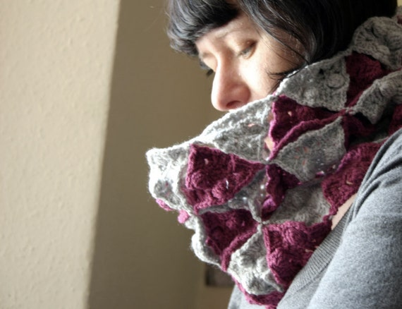 Triangle Bobble Crochet Cowl / Neckwarmer in Pink and Grey - Art Deco