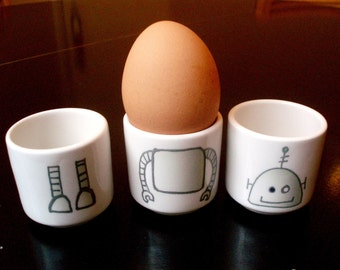 Robot stacking egg cups (Light round / Dark square)