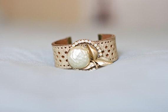 Vintage Pearl Dandelion White Leather Brooch Bracelet