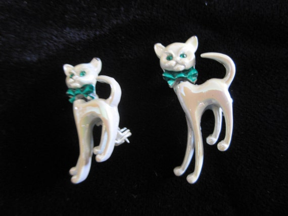 A Cute Pair of Enamel Bobble Head Kitty Cat Pins