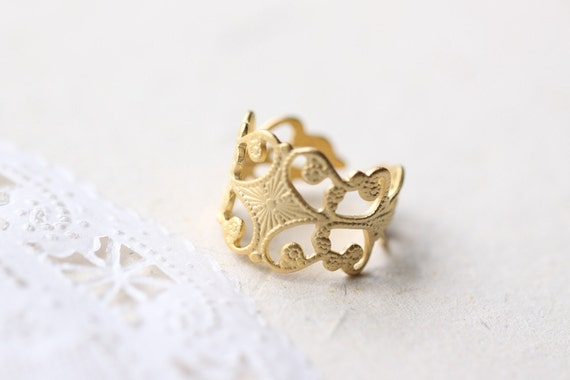 Victorian Deco Ring - gold adjustable crown band