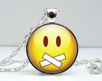 Smiley Face Necklace : Silent Glass Picture Pendant Photo Pendant (1418)