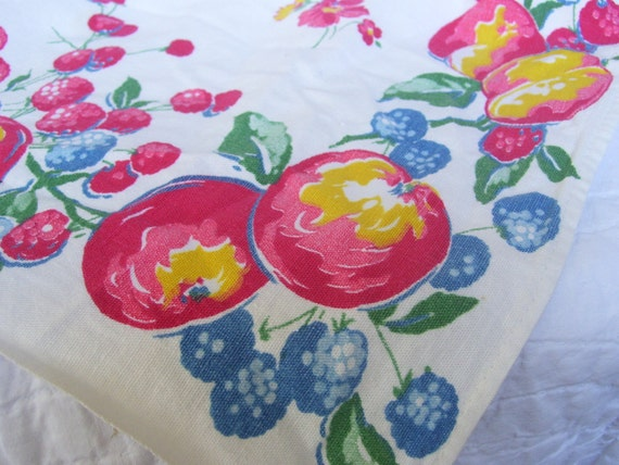 FREE SHIPPING - A Vintage 1950s Fruit Towel