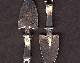 GARDEN TROWEL Charm. Pewter. 3D Gardening Shovel Tool. Made in the USA.