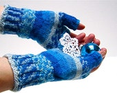 Fingerless Gloves 'Jack Frost' Faire Isle Ice Blue White Texting Mitts Gauntlets Wrist Warmers wool. MADE TO ORDER
