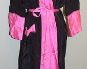 Boudoir Beauty - Black and Pink Vintage Dressing Gown - Lounge in Style