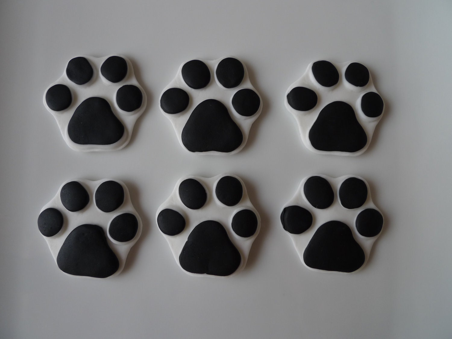 Clever image inside printable paw print