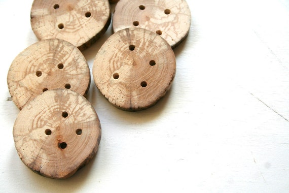 "6 wood buttons, large, 4 cm 1 1/2"" wide"