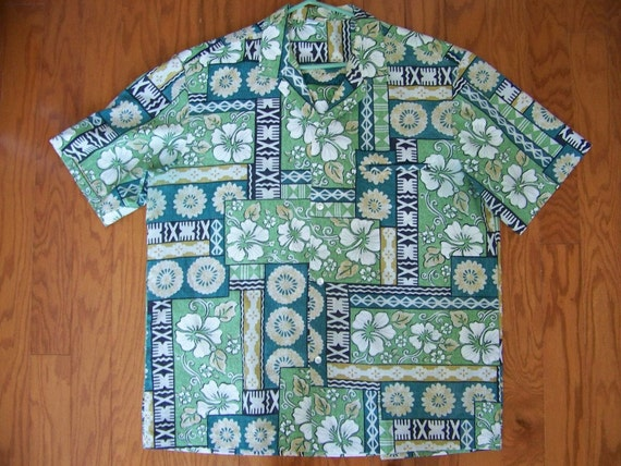Vintage Men's Hawaiian TAPA PRINT Aloha Shirt by Royal Creations - Size XL - Green Blue Tan White Hibiscus - Vacation Resort Casual Luau