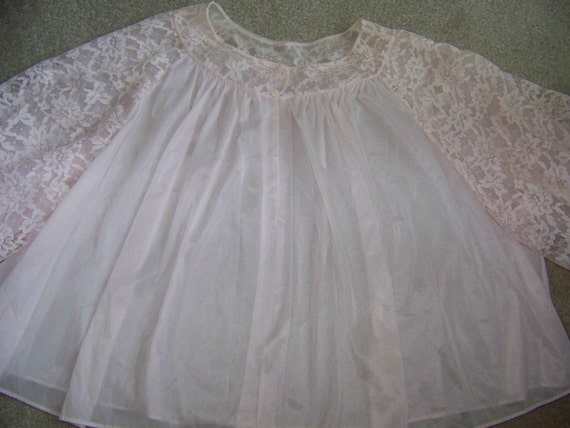 Vintage Women's VANITY FAIR Lingerie Pale Pink Lacey Bed Jacket Size Medium Mother's Day or Vintage Costumes