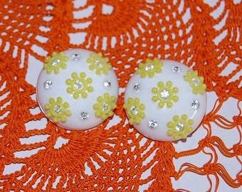Vintage 50s Plastic Rhinestone Flower Earrings.
