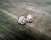 THE ROSETTE EARRINGS - Ivory