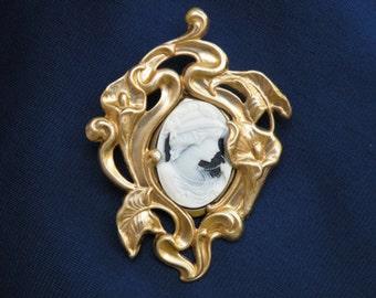 Cameo Galla brooch